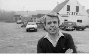 800px-Cheesy_Kaasboerweg_2_Biggekerke_met_eigenaar_Piet_Regoort,_foto_Jaap_Wolterbeek_ca._1985